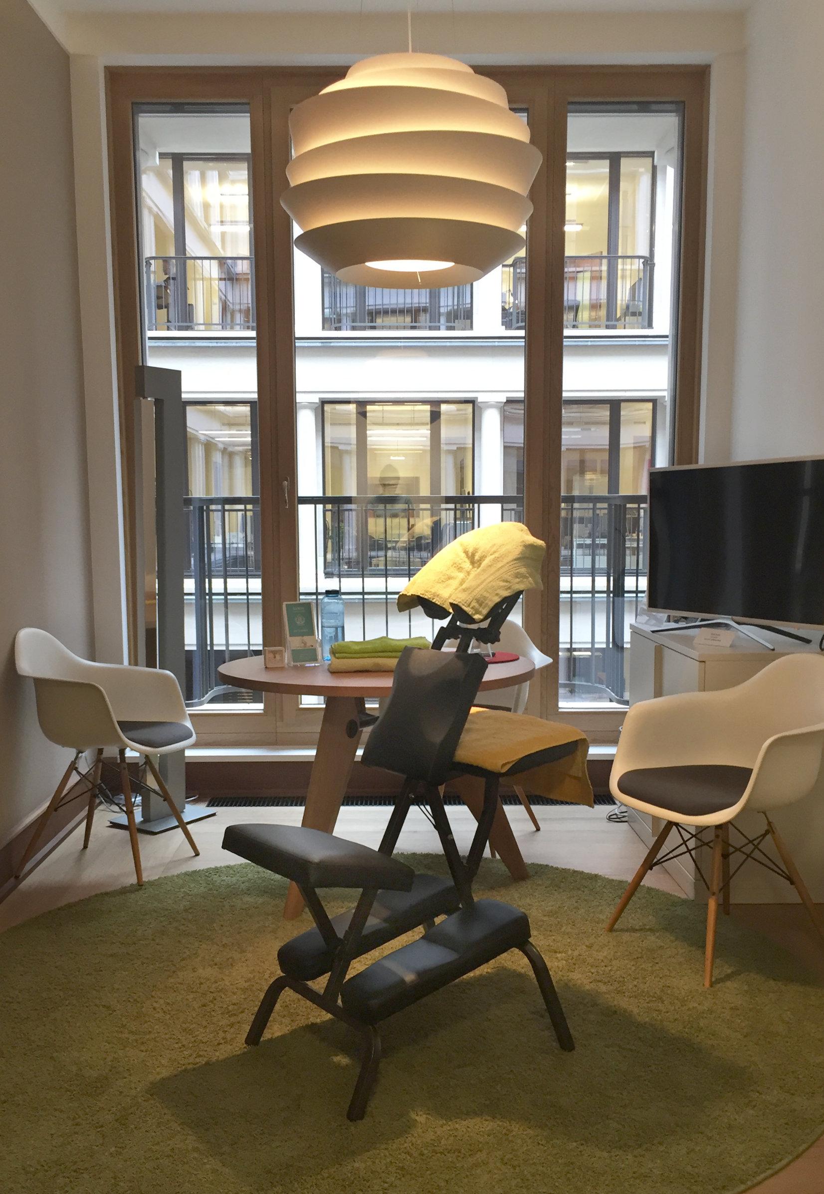 Büromassage mit Massagestuhl